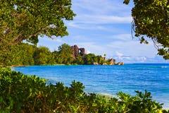 热带银海滩d塞舌尔群岛的来源 图库摄影