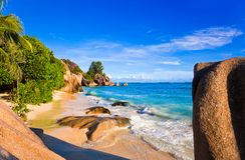 热带银海滩d塞舌尔群岛的来源 库存照片