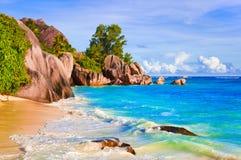 热带银海滩d塞舌尔群岛的来源 库存图片