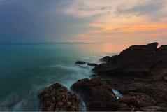 热带阴沉的日落 免版税图库摄影