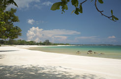 热带风景、海和沙滩,田园诗看法 免版税库存照片