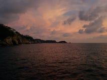 热带风景在阿卡普尔科,墨西哥传统地区  库存照片
