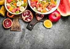 热带食物 热带水果沙拉 免版税图库摄影