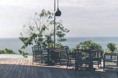 热带餐馆有海视图 晴朗的日 文本的空间 巴厘岛 库存照片