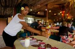 热带鸡尾酒在Aitutaki盐水湖库克群岛 免版税库存照片
