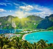 热带绿色的海岛 免版税库存照片