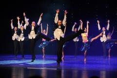 热情是大胆和无限制以色列民间舞蹈这奥地利的世界舞蹈 免版税库存图片