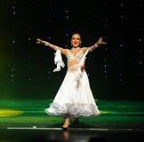 热情的南美女孩这奥地利的世界舞蹈 免版税库存图片