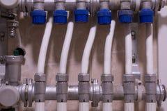 热测量:温度传感器,热米在房子里 引擎 库存照片