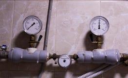 热测量:温度传感器,热米在房子里 引擎 免版税库存图片