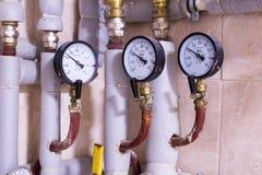 热测量:温度传感器,热米在房子里 引擎 库存图片