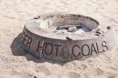 热海滩的采煤 免版税库存图片