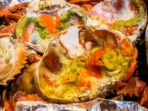 热煮沸的螃蟹新鲜和-可口开胃菜蒸了螃蟹和螃蟹` s产生物在铝芯泰国海鲜,被蒸的螃蟹showin 免版税库存图片