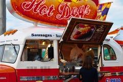 热狗在红色卡车,环球电影制片厂日本购物 免版税库存照片