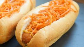 热狗用芥末和红萝卜 影视素材