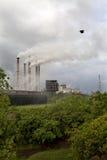 从热电厂的大气污染 免版税库存照片