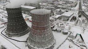 热电驻地在冬天 鸟瞰图 顶视图,直升机射击 股票录像