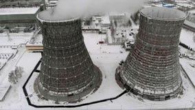 热电驻地在冬天 鸟瞰图 顶视图,直升机射击 影视素材
