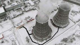 热电驻地在冬天 鸟瞰图 顶视图,直升机射击 股票视频