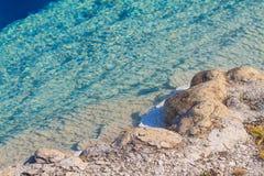 热的五颜六色的地热水池,黄石国家公园 免版税库存图片
