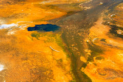 热的五颜六色的地热水池,黄石国家公园 图库摄影