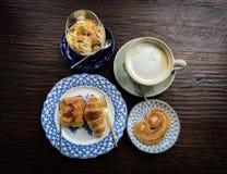 热的咖啡、冰crame和面包店,顶视图 库存图片