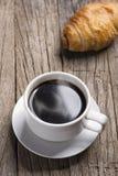 热的咖啡和面包 库存照片
