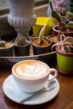 热的咖啡心脏形状 免版税库存照片