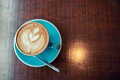 热的咖啡拿铁艺术 免版税库存照片