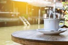 热的咖啡每在amphawa,泰国的早晨天 库存照片