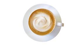 热的咖啡热奶咖啡杯子顶视图有被隔绝的牛奶泡沫的  免版税库存图片
