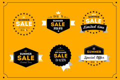 热的夏天销售横幅 减速火箭的被称呼的印刷术标签 葡萄酒文本贴纸设计 免版税库存照片