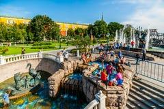 热的夏日在莫斯科亚历山大庭院里  库存图片