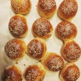 热的小圆面包非常鲜美 免版税库存图片