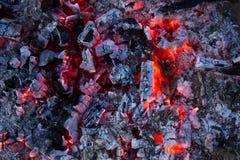 热的木炭的背景,特写镜头 免版税库存图片
