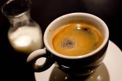 热的杯子食家无奶咖啡 库存图片