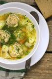 热的汤用丸子和草本 图库摄影