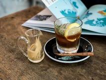 热的浓咖啡射击和柠檬苏打 免版税图库摄影