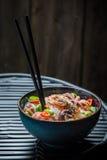 热的海鲜面条用大虾和章鱼 免版税库存照片