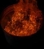 热的火变成灰烬背景 免版税库存图片