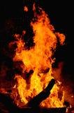 热的火在黑暗中 免版税库存照片