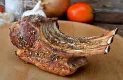热的烤羊羔肋骨 免版税库存图片