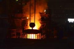 热的熔化的金属火山  库存图片