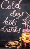 热的秋天饮料 免版税库存照片