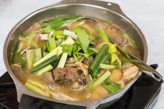 热的罐羊羔炖煮的食物普遍在冬天香港期间 免版税库存图片