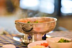 热的罐辣汤 图库摄影