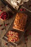 热的自创蔓越桔面包 免版税库存图片
