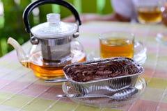 热的茶和蛋糕 库存图片