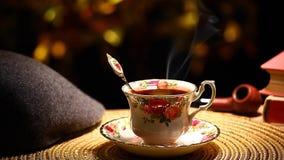 热的茶杯金bokeh帽子烟斗书没人hd英尺长度 股票视频
