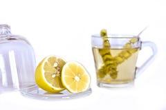 热的茶用贤哲和柠檬在一个玻璃杯子 库存图片